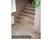 Облицовка лестницы мрамором Breccia Sardo