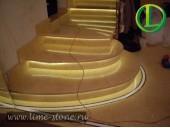Мраморные ступени с подцветкой